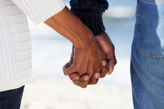 black_couple_holding_hands (550x366)
