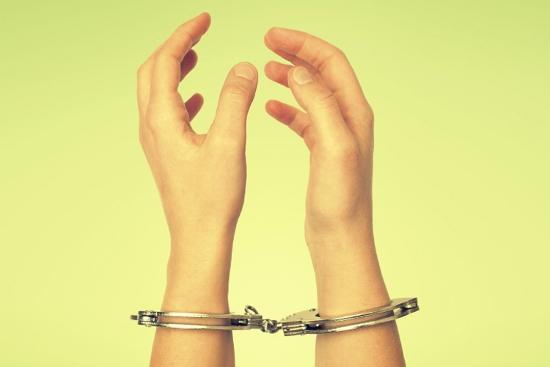 woman_handcuffs (550x367)