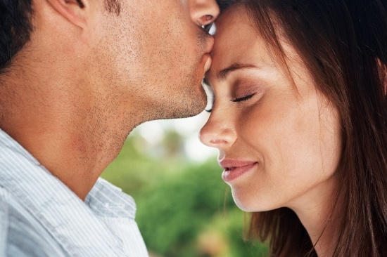 Man-Kissing-Womans-Forehead (550x366)